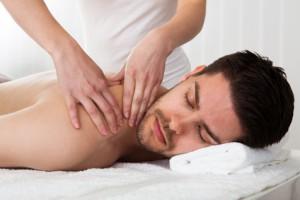 Massagen und Anwendungen fördern die Ausscheidung beim Fasten