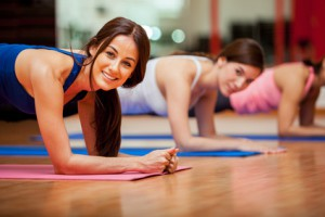 Yoga-Übungen unterstützen das Fasten
